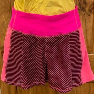 Like new!  Front waist pocket. Back zip pocket.